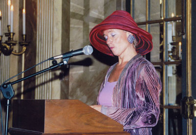 Carin Reinders, juryvoorzitter leest juryrapport voor