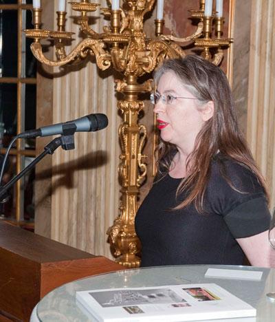 Jurylid Marie Jeanne de Rooy leest het juryrapport voor, foto Jan van den Heuvel
